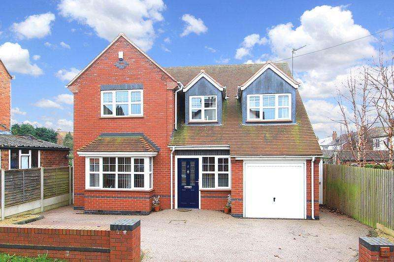 4 Bedrooms Detached House for sale in WOMBOURNE, Planks Lane