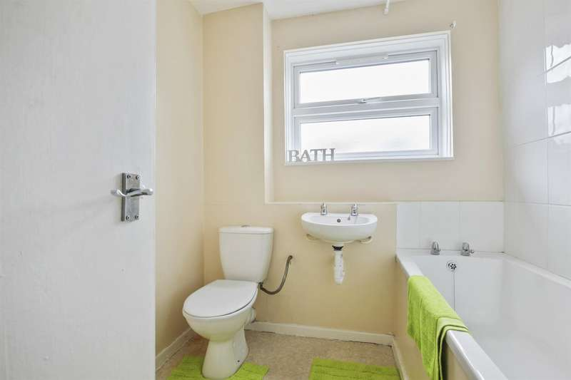 2 Bedrooms Flat for sale in Chelsea Close, London
