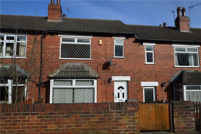 3 Bedrooms Terraced House for sale in Aston Place, Bramley, Leeds