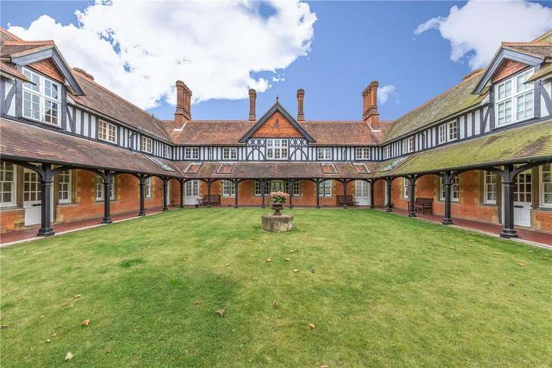 2 Bedrooms Flat for sale in Maples, Clarence Road, Harpenden, Hertfordshire