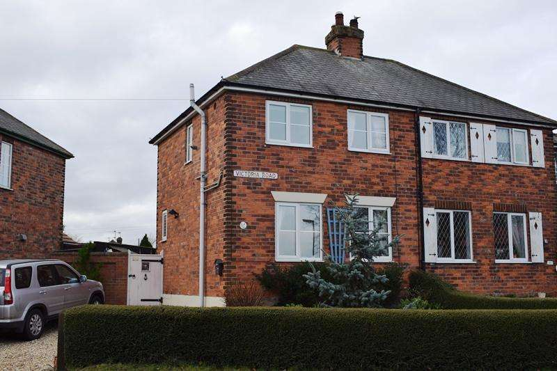 2 Bedrooms Semi Detached House for sale in Victoria Road, Keelby DN41