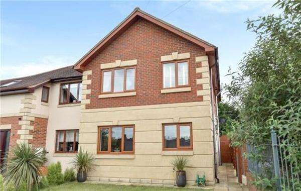 3 Bedrooms Semi Detached House for sale in The Mead, Beaconsfield
