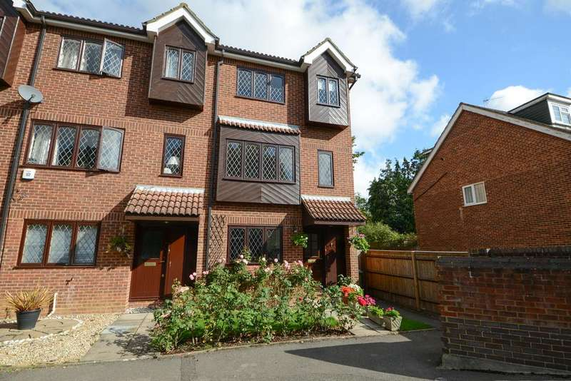 4 Bedrooms Town House for sale in Woodhaven Mews, WALTON ON THAMES KT12