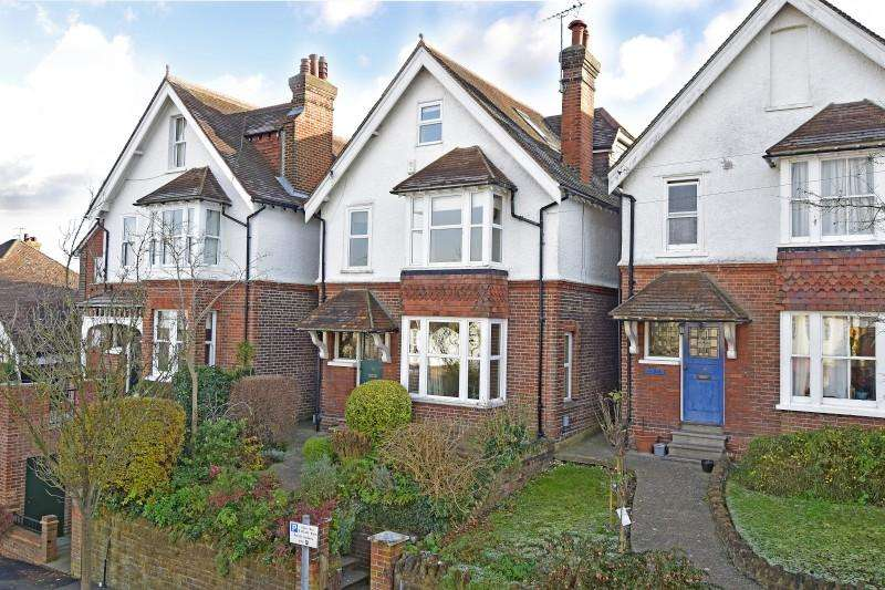 5 Bedrooms Detached House for sale in Mareschal Road, Guildford, Surrey