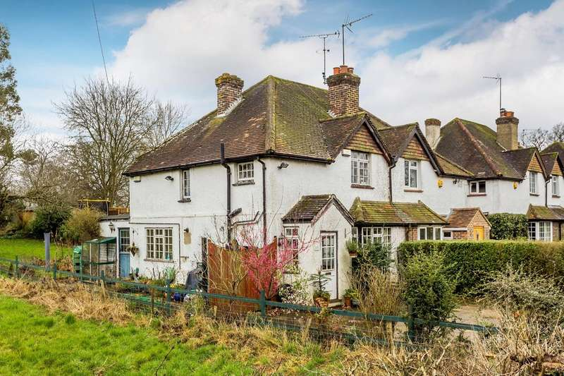 3 Bedrooms Semi Detached House for sale in Tanhouse Road, Oxted
