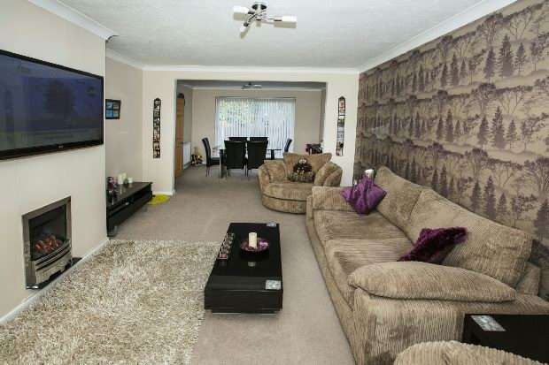 3 Bedrooms Semi Detached House for sale in Rosecroft Way Shinfield Reading