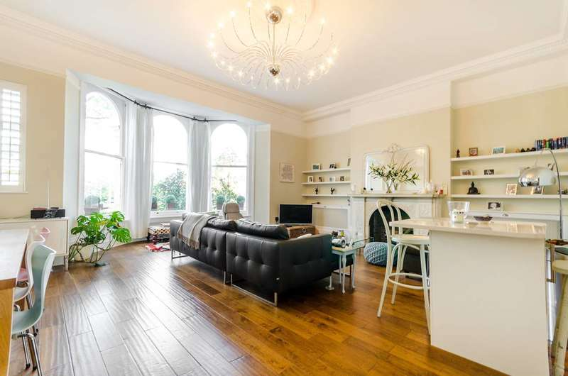 2 Bedrooms Flat for sale in Claremont Road, Surbiton, KT6