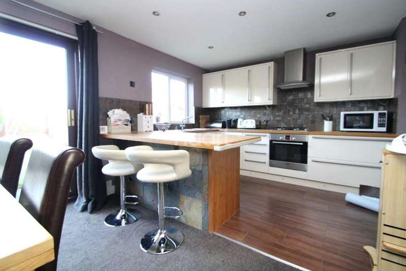 3 Bedrooms Semi Detached House for sale in Woodvale Avenue, Lincoln