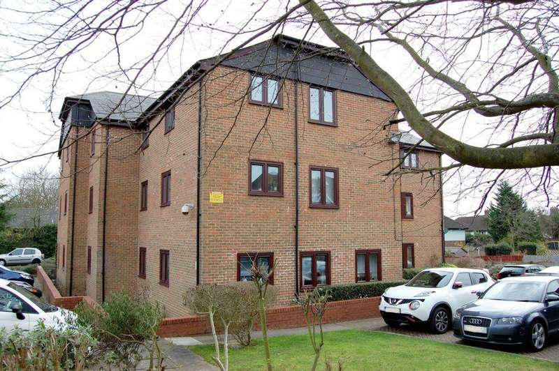 2 Bedrooms Apartment Flat for sale in Cedar Close, Buckhurst Hill, IG9