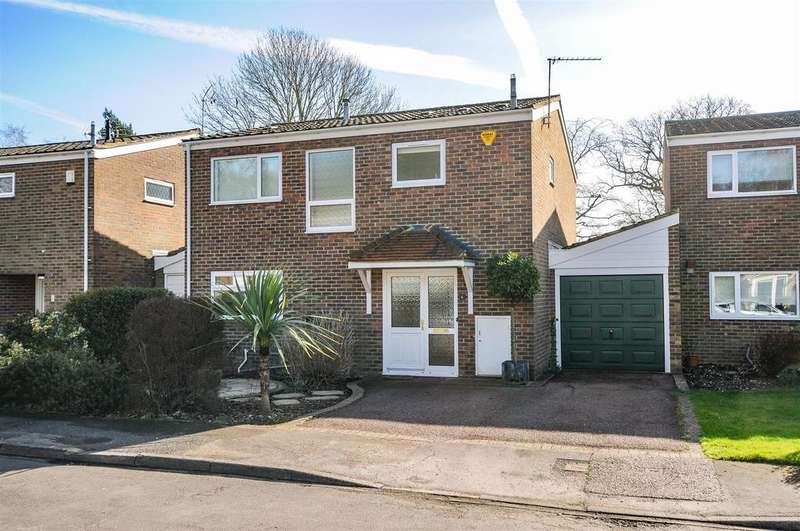 3 Bedrooms Detached House for sale in Oakend, Arundel