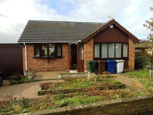 2 Bedrooms Bungalow for sale in 6 Berkley Close, Worsbrough, Barnsley, S70 5JG