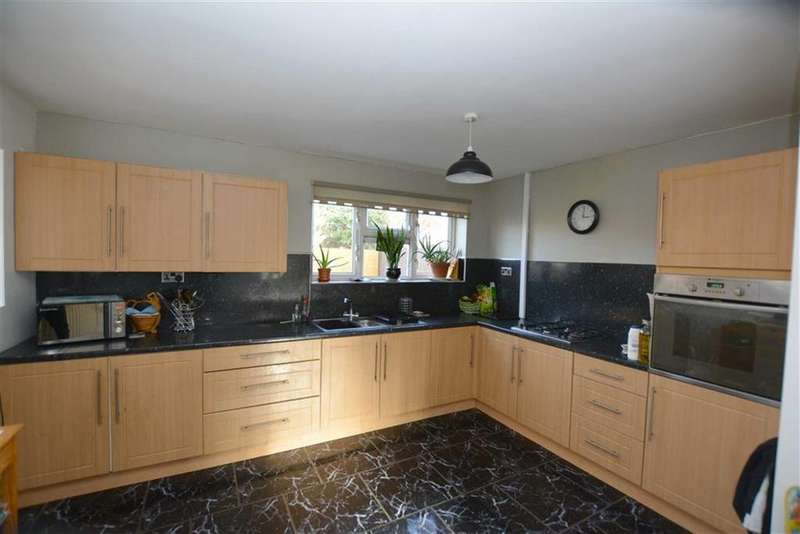 4 Bedrooms Semi Detached House for sale in Dodswell Grove, Greatfield Estate, Hull, East Yorkshire, HU9