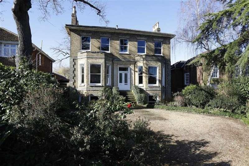 5 Bedrooms Detached House for sale in Alleyn Road, London