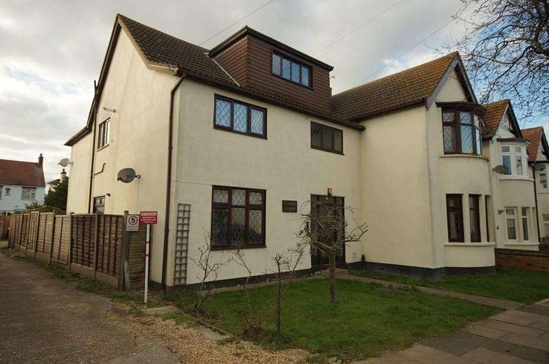 1 Bedroom Flat for sale in Sandleigh Road, Leigh-On-Sea
