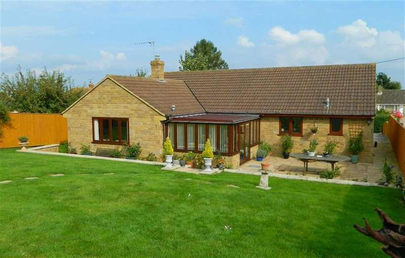4 Bedrooms Bungalow for sale in Main Street, Chilthorne Domer, Somerset, BA22