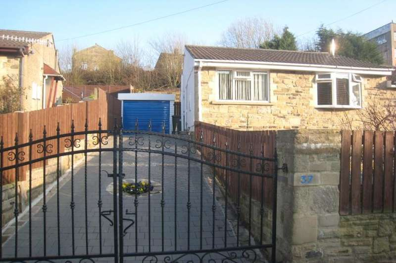 2 Bedrooms Semi Detached Bungalow for sale in Damems Road, Keighley, BD21