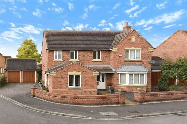 4 Bedrooms Detached House for sale in Croxden Way, Elstow, Bedford