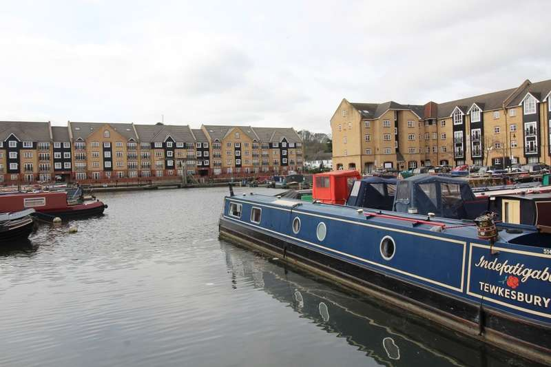 2 Bedrooms Flat for sale in Longman Court Stationers Place, Apsley, Hemel Hempstead, HP3