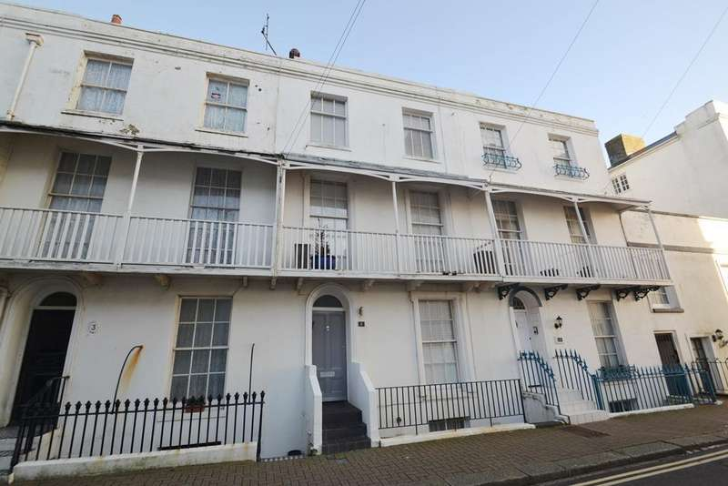 4 Bedrooms Terraced House for sale in Warwick Road, Worthing, BN11 3ET