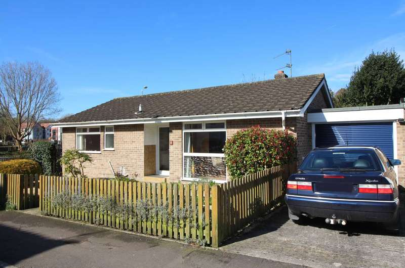 2 Bedrooms Detached Bungalow for sale in Spring Road, Frome