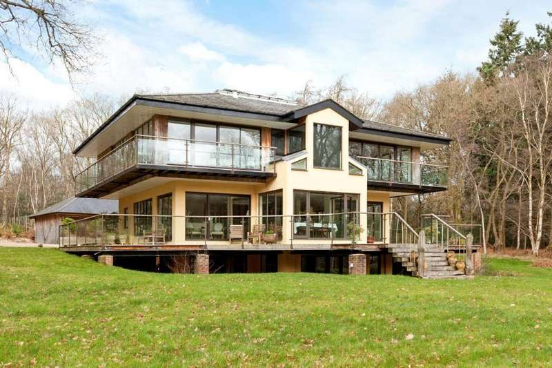 5 Bedrooms Unique Property for sale in Chapel Row, Reading, RG7