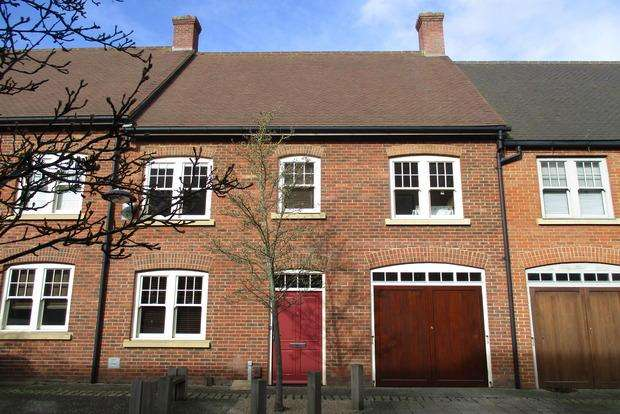 4 Bedrooms Mews House for sale in Clickers Mews, Northampton, NN5