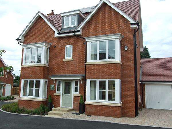 5 Bedrooms Detached House for sale in The Oak, Norfolk Place, Iver, SL0 9QZ