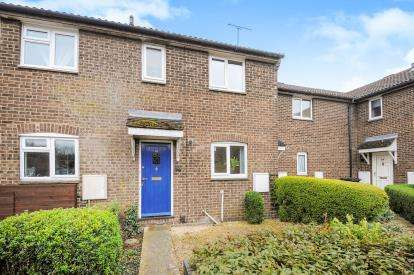 2 Bedrooms Terraced House for sale in Castle Dore, Freshbrook, Swindon, Wiltshire