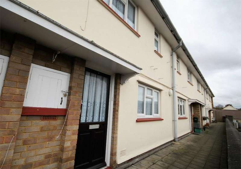 2 Bedrooms Flat for sale in Watchouse Road, CHELMSFORD, Essex