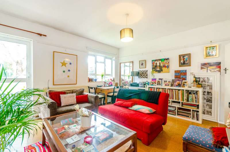 3 Bedrooms Flat for sale in St Pancras Court, East Finchley, N2