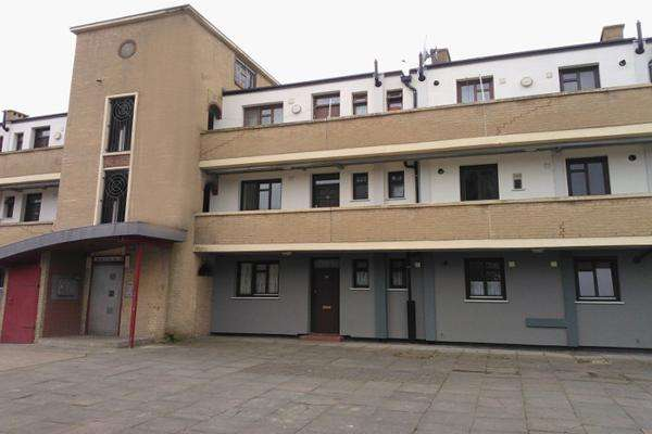3 Bedrooms Flat for sale in Shirley House Drive, Charlton SE7