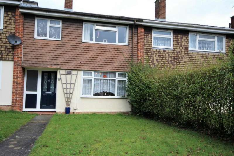 3 Bedrooms Terraced House for sale in Pryors Road, Galleywood, CHELMSFORD, Essex