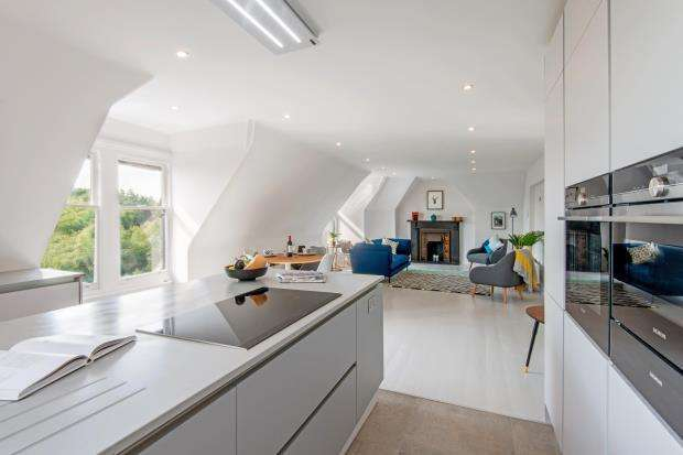 3 Bedrooms Flat for sale in Shepherd's Hill, Highgate, London, N6