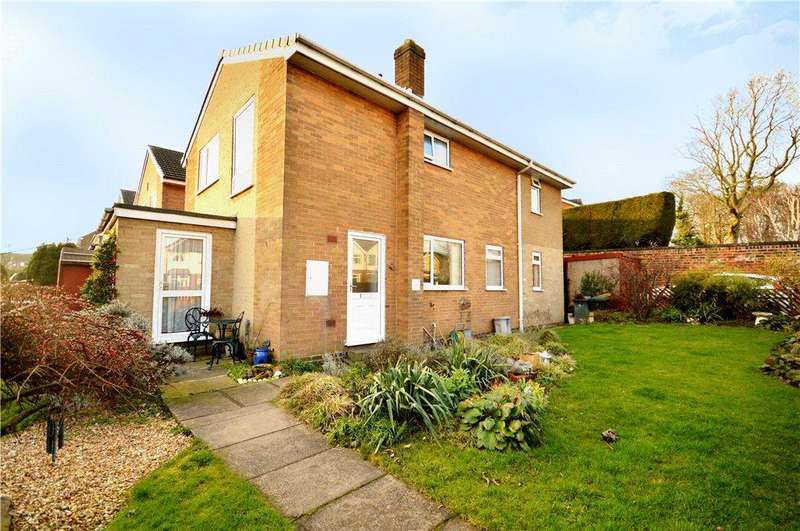 3 Bedrooms Detached House for sale in Beechfield, New Farnley, Leeds