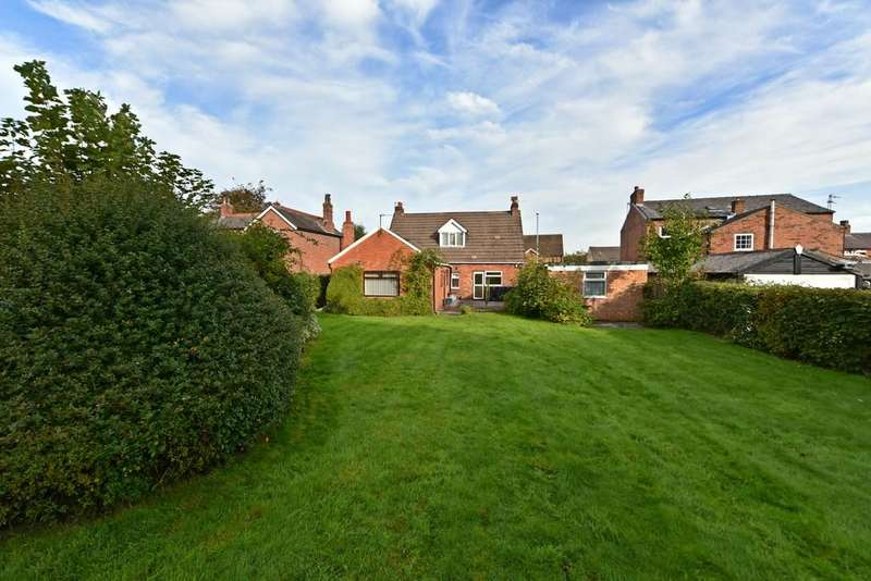 4 Bedrooms Detached House for sale in Square Lane, Burscough