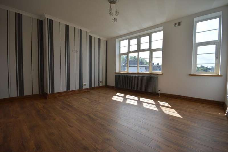 2 Bedrooms Flat for sale in Verdant Lane London SE6