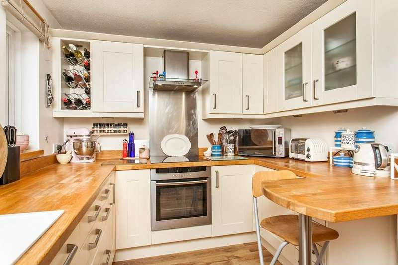 2 Bedrooms Terraced House for sale in Alresford Road, Winchester, SO23
