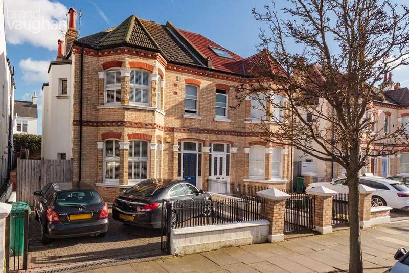 4 Bedrooms Semi Detached House for sale in Sackville Gardens, Hove, BN3