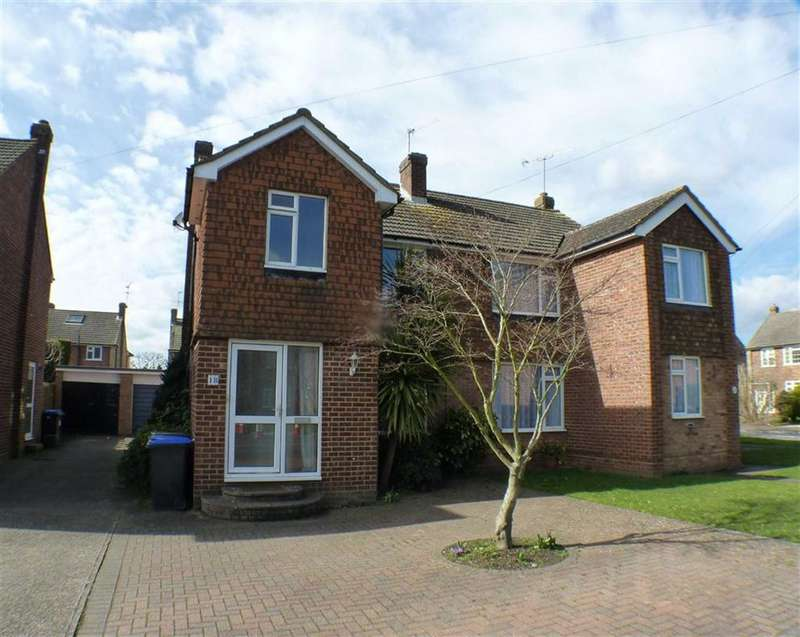 4 Bedrooms Property for sale in Fullerton Road, Byfleet, Surrey