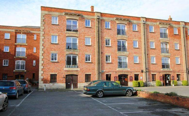 2 Bedrooms Apartment Flat for sale in Admirals Court, Bridgwater TA6