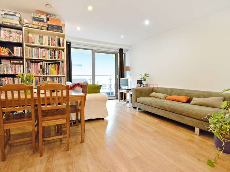 2 Bedrooms Flat for sale in Bow Common Lane, Bow E3