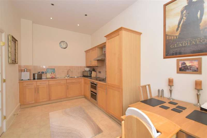 2 Bedrooms Apartment Flat for sale in Serotine Close, Knowle, Fareham, Hampshire