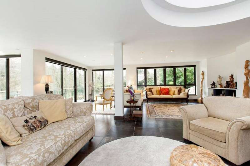 5 Bedrooms Detached House for sale in Chapel Row, Reading, Berkshire, RG7