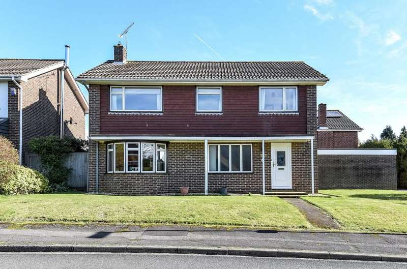 4 Bedrooms Detached House for sale in Merryfield Road, Petersfield, GU31