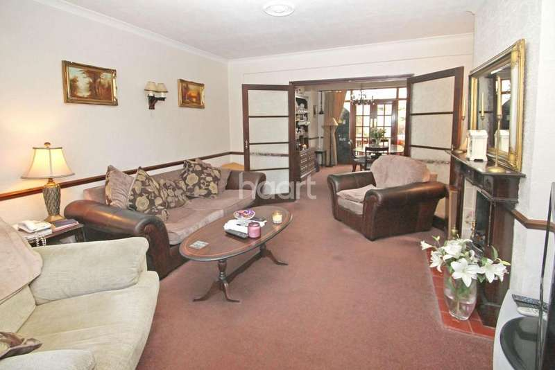 3 Bedrooms Semi Detached House for sale in Deynecourt Gardens, E11