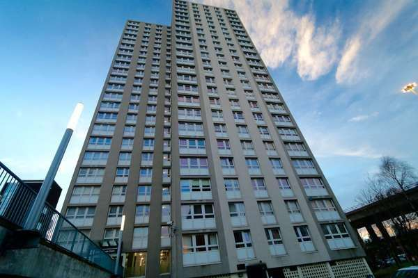 2 Bedrooms Flat for sale in Flat 13/1, 2 Dundasvale Court, Cowcaddens, Glasgow, G4 0DF