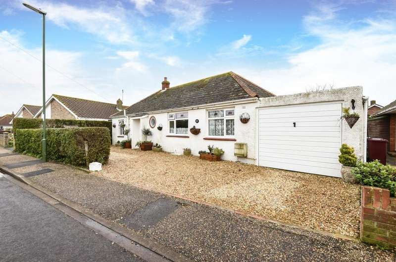 3 Bedrooms Detached Bungalow for sale in Pond Road, Bracklesham Bay, PO20