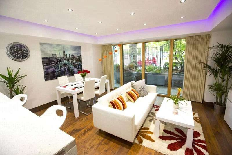 2 Bedrooms Flat for sale in Centurion Court, 31 Woodford Road, London, E18