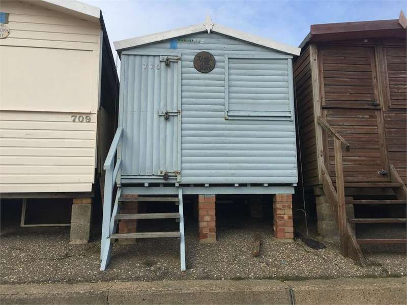 Chalet House for sale in HIGH WALL, FRINTON ON SEA, ESSEX