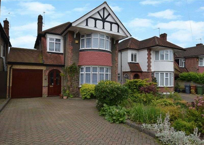 3 Bedrooms Detached House for sale in Monro Gardens, Harrow Weald